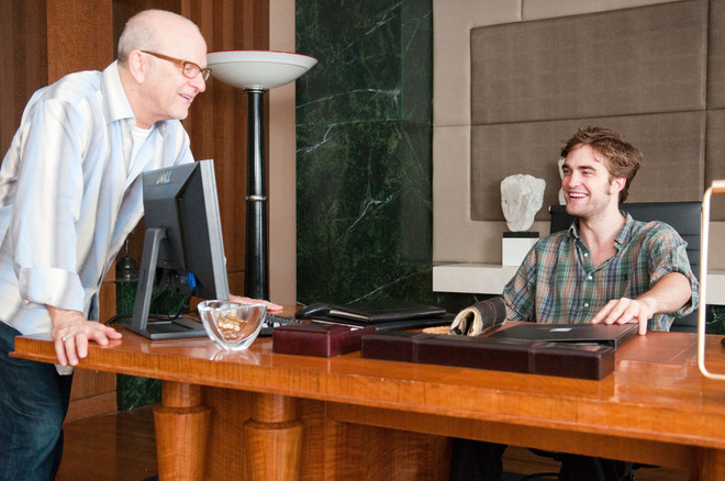 El director de la peícula, Allen Coulter, con Robert Pattinson