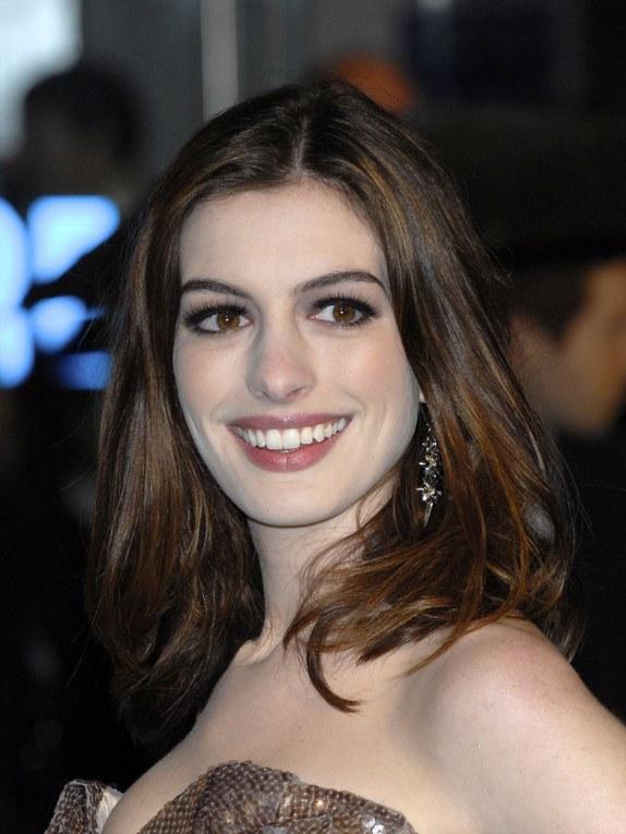 Anne Hathaway et Alice au Pays des Merveilles