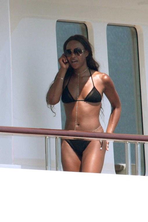 Naomi Campbell se la coule douce à St trop' juin 2008