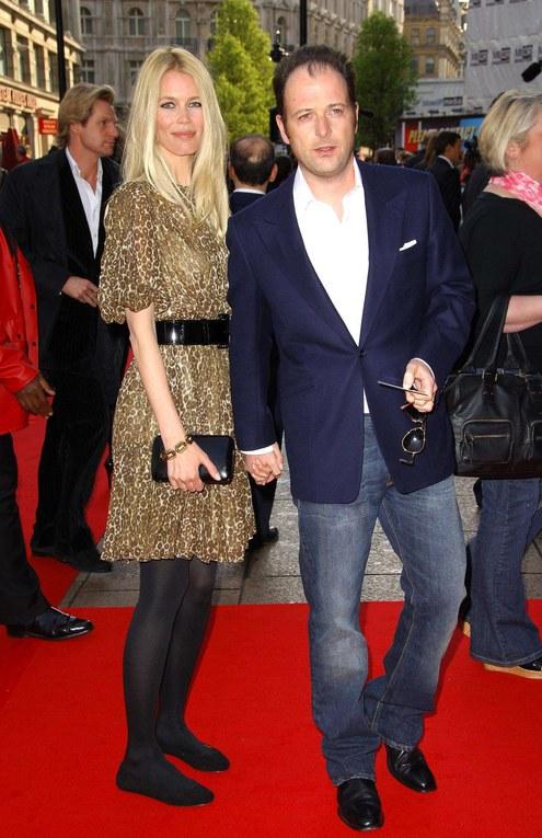 Claudia Schiffer et son mari Matthew Vaughn sur le tapis rouge