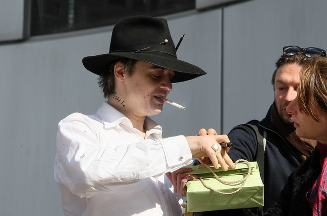 Pete Doherty chez France Inter et Europe 1 pour la promo de son nouvel album-2009