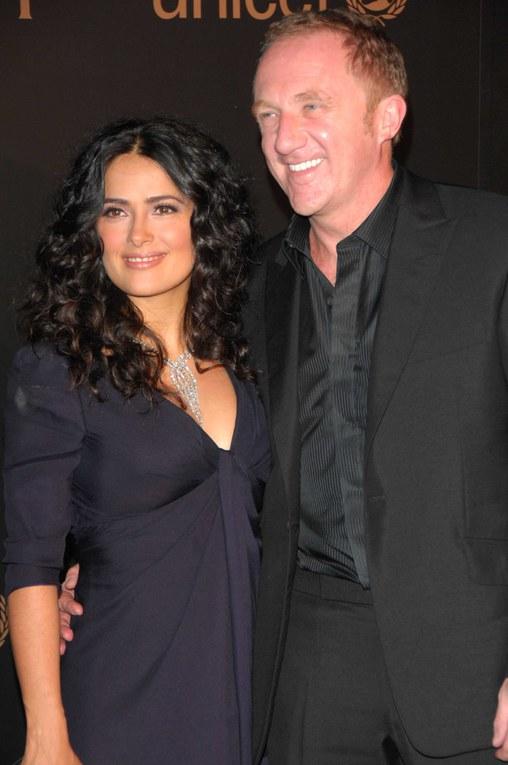 Salma Hayek junto a François-Henri Pinault, febrero de 2008