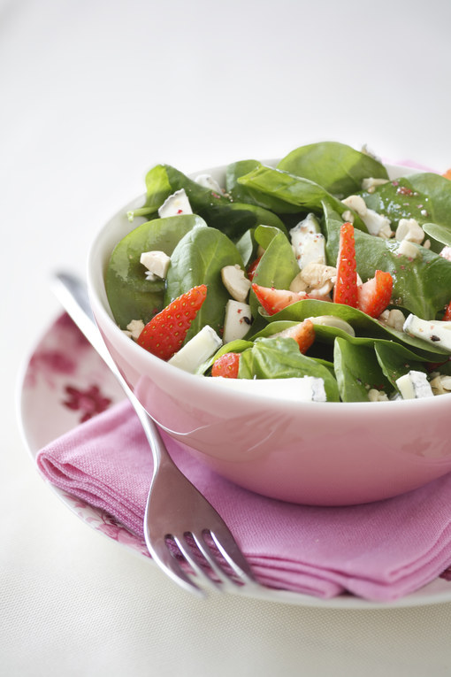 Salade d'épinards et de fraises au chèvre