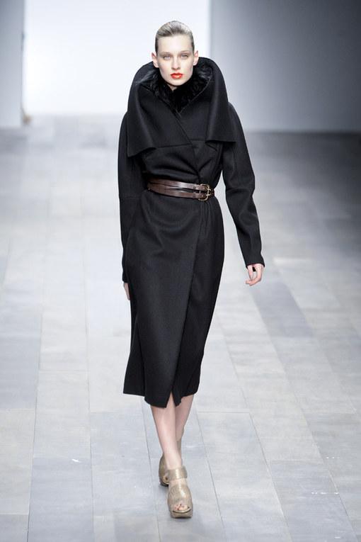 Amanda Wakeley LFW a/w 2011 catwalk photos | London Fashion Week 2011