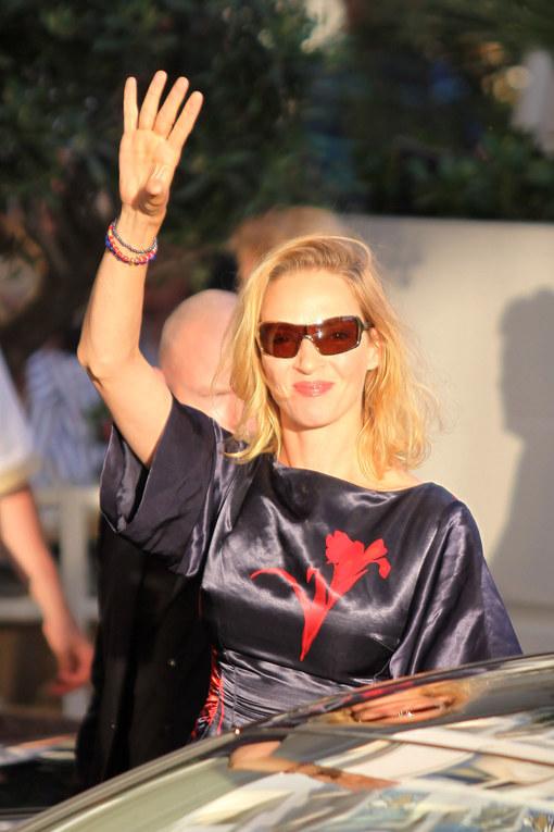 Uma Thurman con un vestido de Vuitton