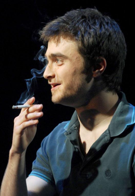 Stars beim Rauchen erwischt!
