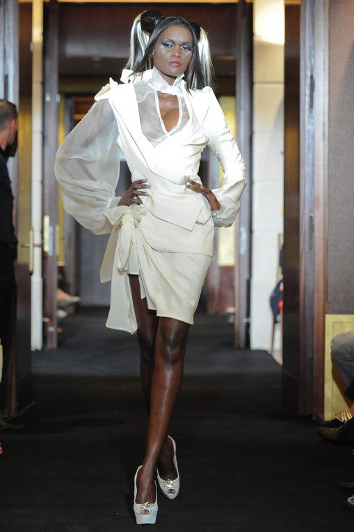 Eric Tibusch Couture: Haute-Couture HW 2011/12 - Fashion Week Paris