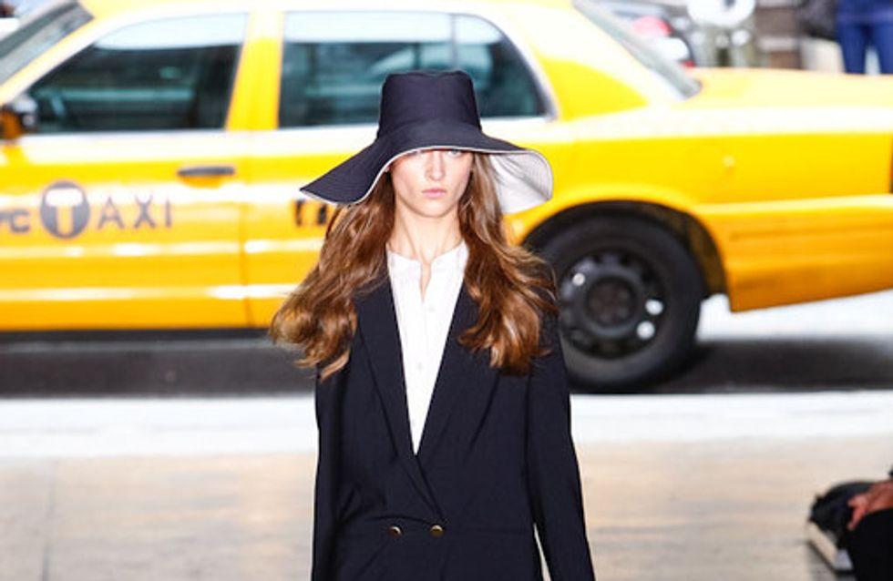 Mal schlicht, mal bunt - aber mit Hut: DKNY auf der NY Fashion Week