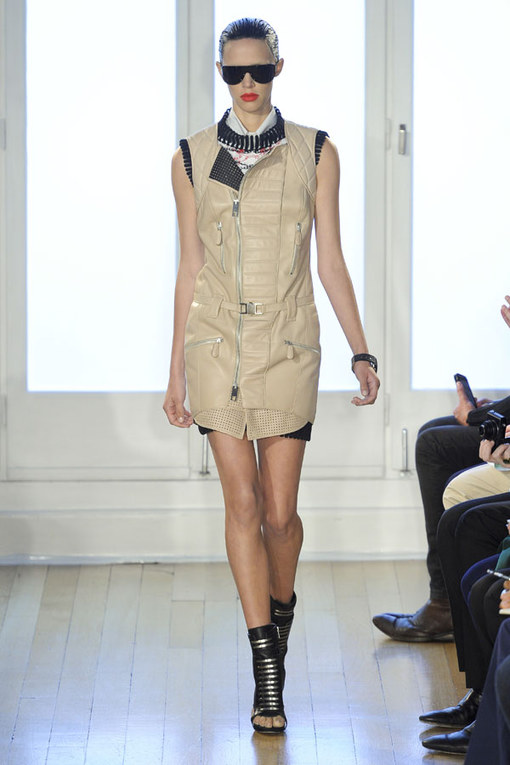Sfilata Julien Macdonald p-e 2012 - London Fashion Week
