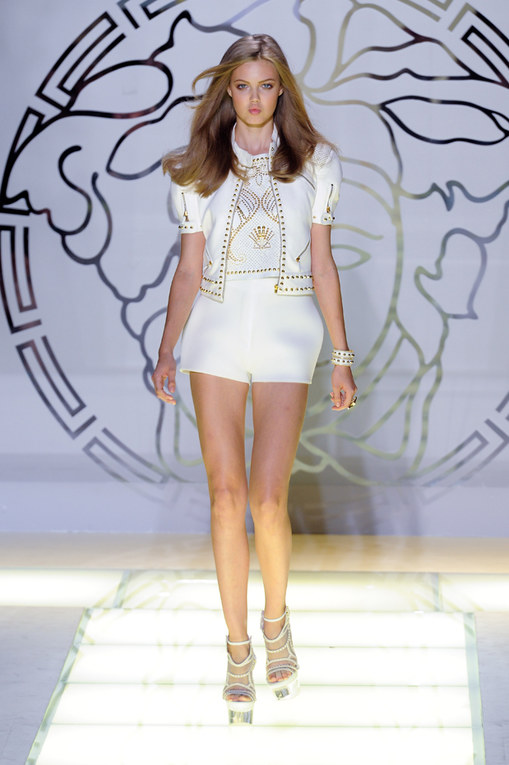 Défilé Versace - Défile Prêt-à-Porter Printemps Eté Milan 2012 @ DR