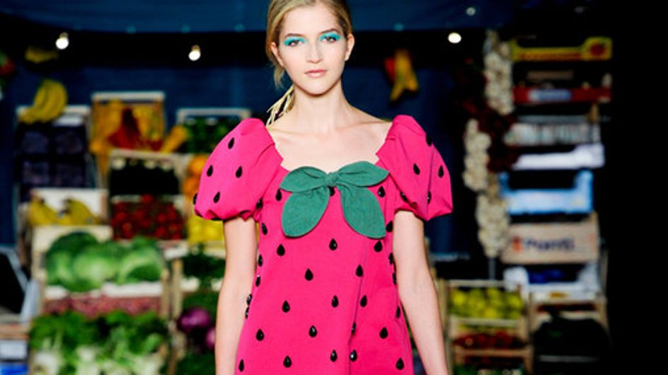 Moschino Cheap & Chic: spazio alla natura con frutta, fiori e verdura