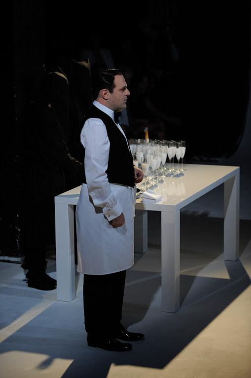 Sfilata Hussein Chalayan p-e 2012 Parigi Fashion Week