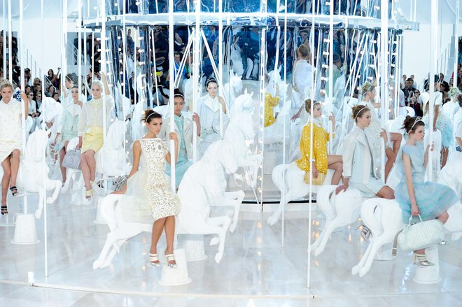Défilé Louis Vuitton - Défilés prêt-à-porter printemps été 2012 Paris