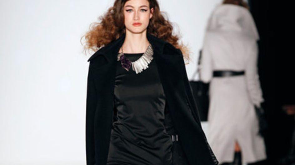 Schlichte Eleganz mit Pelz-Accessoires: Dimitri bei der Mercedes-Benz Fashion We