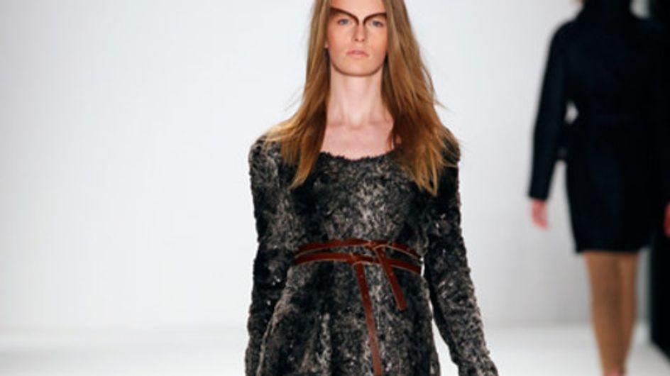 Edle Materialien, softe Töne: Rebekka Ruétz auf der Mercedes-Benz Fashion Week