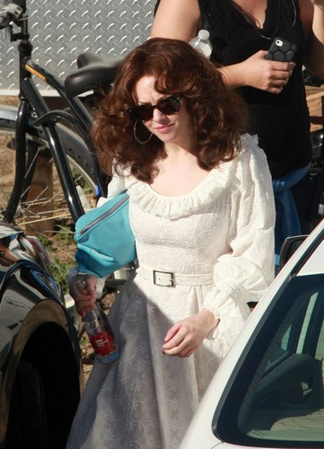 Amanda Seyfried mora sul set di Lovelace, 2012