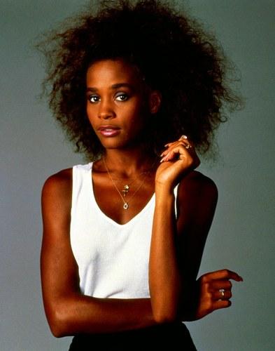 Whitney Houston agli esordi nel 1985