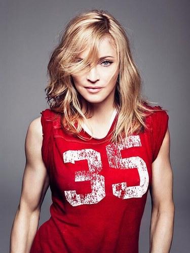Madonna in un'immagine promozionale del nuovo album MDNA 2012