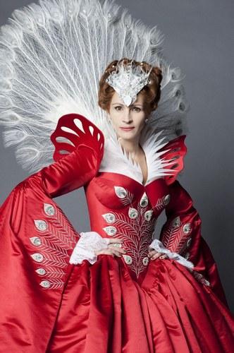 Biancaneve: le immagini del film con Julia Roberts