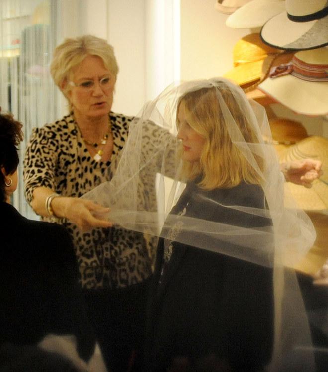 Drew Barrymore, lo shopping della futura sposa
