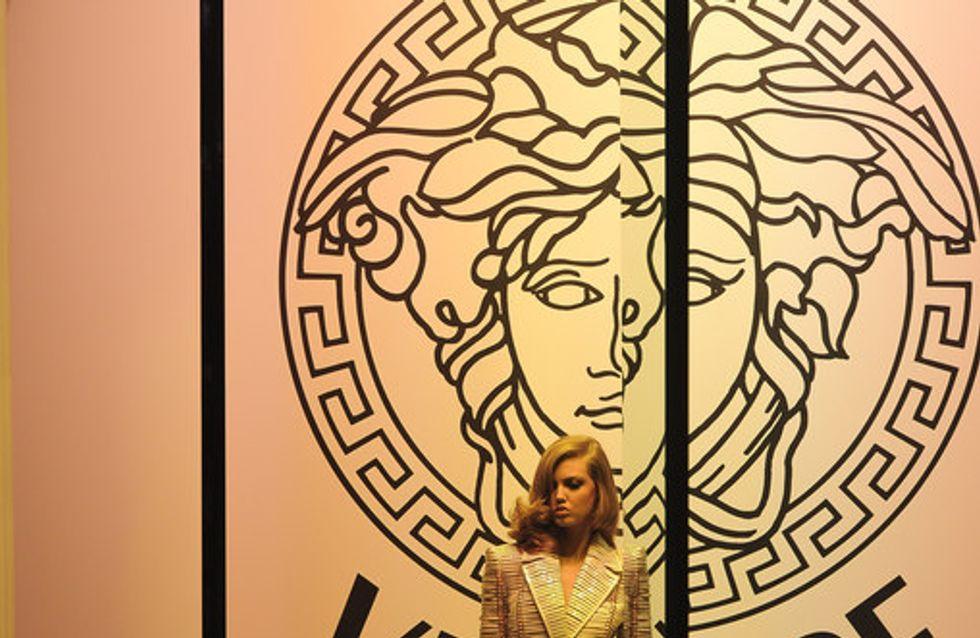 Schillernde Kleider in Traumfarben: Versace verzaubert Paris