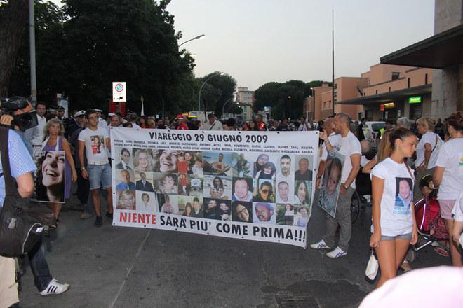 Una marcia silenziosa per le vittime di Viareggio
