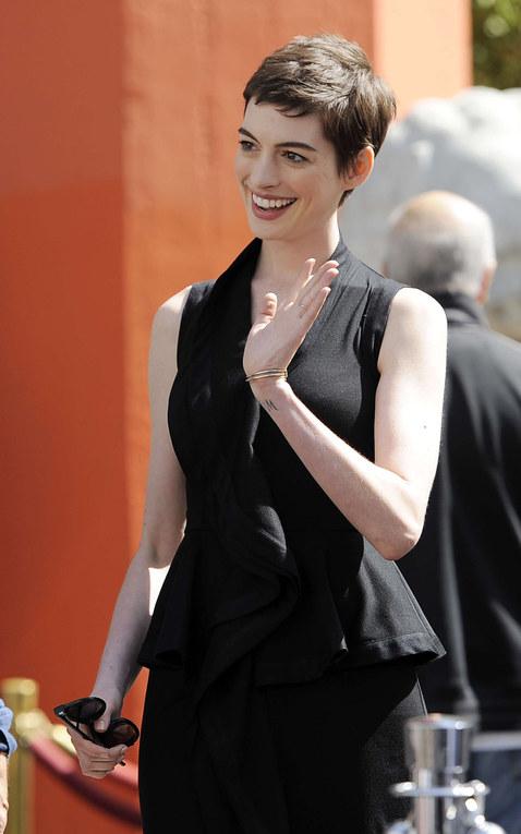 Anne Hathaway de Ricardo Tisci para Givenchy