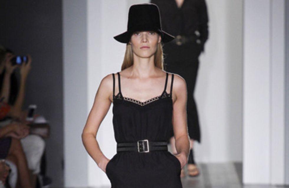 Männerschuhe & Hüte: Victoria Beckham überrascht in New York