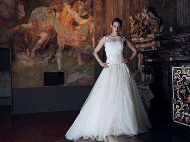 Asia Argento testimonial per la sposa di Alberta Ferretti