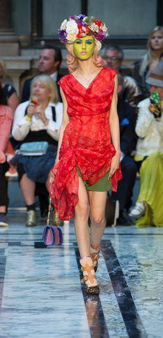 Vivienne Westwood, fraîcheur féminine et mode inspirée