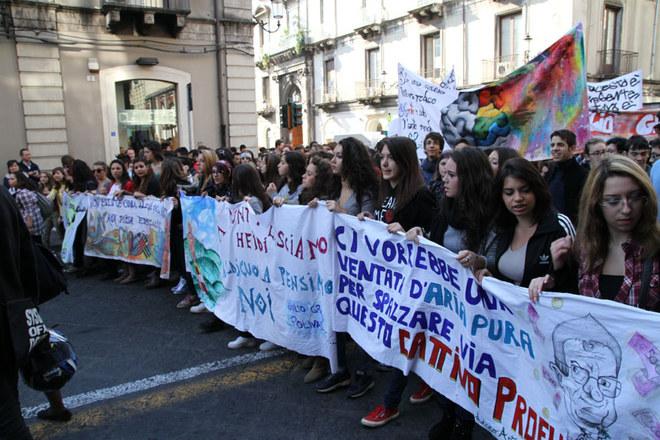 Studenti manifestano a Catania