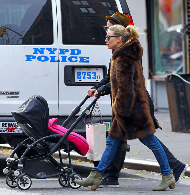 Sienna Miller, mamma fashion a New York