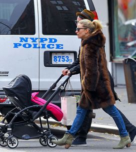 Foto/ Sienna Miller, una mamma fashion a New York