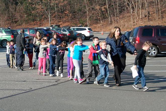 Sparatoria in una scuola nel Connecticut
