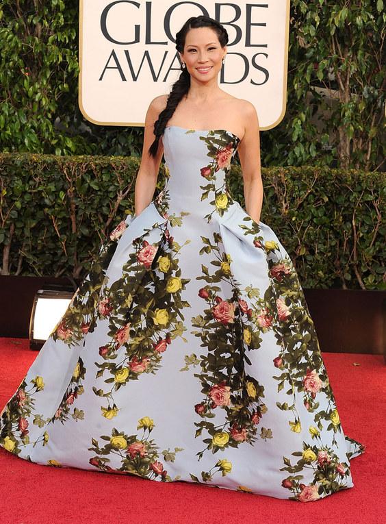 Le star e gli abiti a stampa floreale - Lucy Liu e il vestito floreale da regina