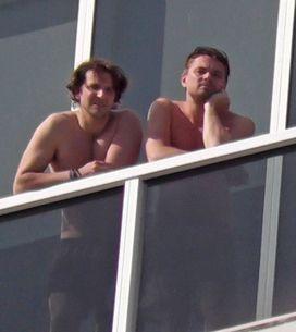DiCaprio e Cooper a petto nudo