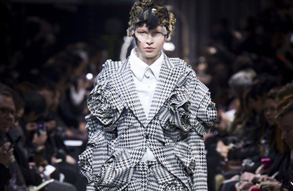 La sfilata Comme des Garçons alla Paris Fashion Week