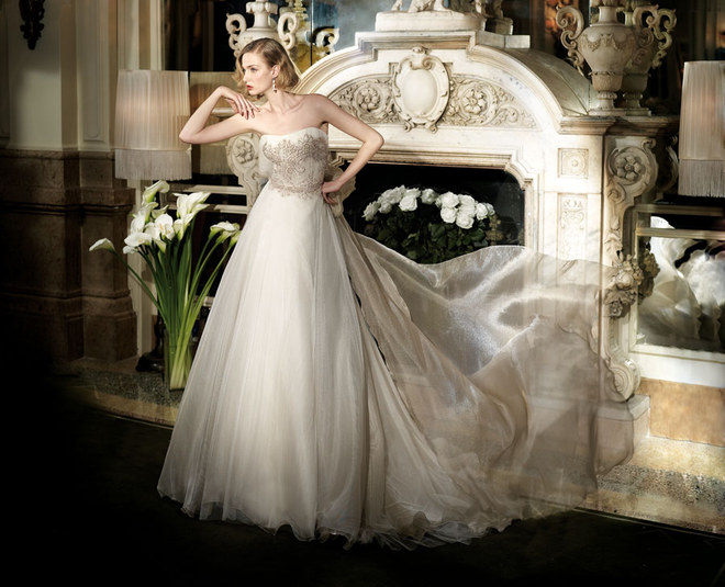 Eva Riccobono, modella di abiti da sposa