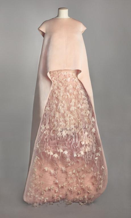La Haute Couture del passato in mostra al Museo Galliera di Parigi - Abito da sera Balenciaga, 1967