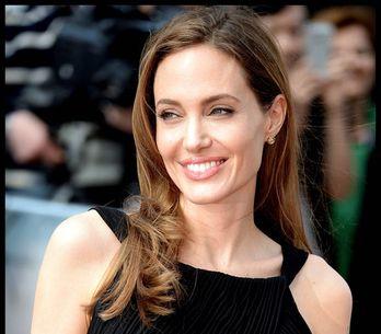 Jolie su red carpet dopo mastectomia
