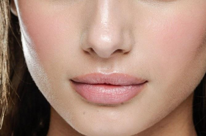 Come truccare le labbra carnose