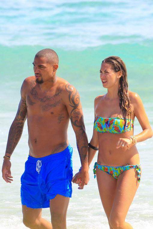 Melissa Satta e Boateng innamorati a Ibiza