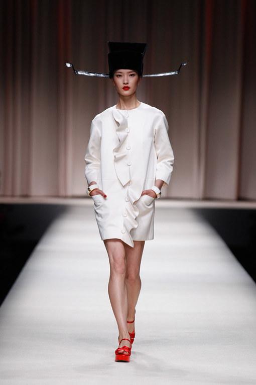 Moschino sfila a Shanghai con la pre-collezione primavera estate 2014
