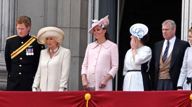 Kate all'ultimo mese festeggia la Regina