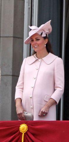 Kate al 9° mese festeggia Regina:foto