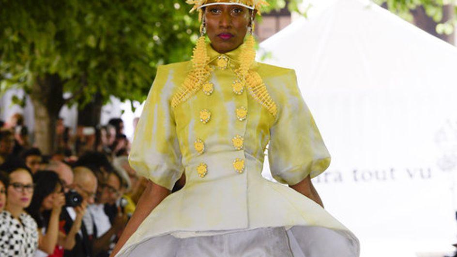 Escotes, aberturas y tie-dye son la apuesta de On Aura Tout Vu en el desfile de