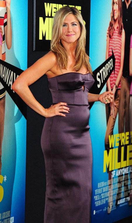 Jennifer Aniston e il pancino sospetto