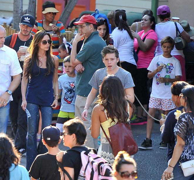 Foto della famiglia Beckham a Disneyland
