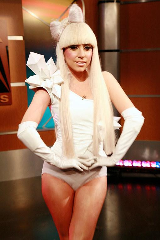 Fleischkleid & Latex-Nonne: Die skurrilsten Outfits von Lady Gaga