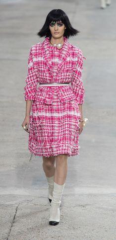 Di tutti i colori. La sfilata Chanel alla Parigi Fashion Week primavera estate 2